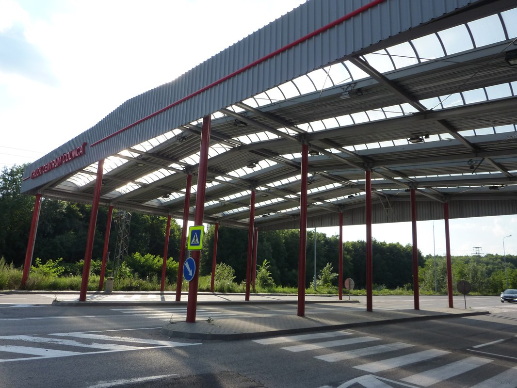 LEADER LIGHT illuminates Holíc Truck Centre 12